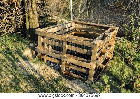 Pallet Compost Bin. Composter Made Of Pallets In Garden