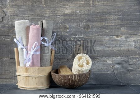 Eco-friendly Personal Hygiene Items Made Of Natural Materials.linen Towels And Washcloths.