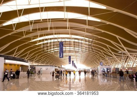 Pudon, Shanghai, China - November 30, 2008: Hall And Ceiling Structure At The Shanghai Pudong Intern