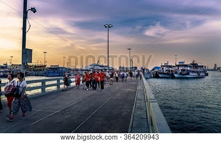 Pattaya, Thailand: May 19, 2019 Atmosphere In Evening At Balihai Peninsula. Many Tourists From Many