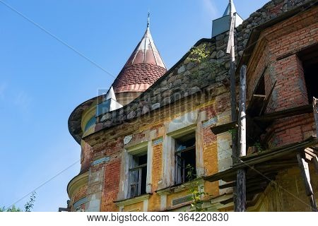 The Estate Of The Architect Khrenov In The Bologovsky District, The Village Of Zaklyuch'ye. Russia