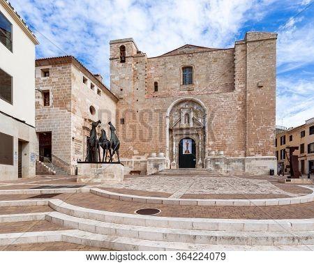 Mao-mahon / Menorca (balearic Islands) - Spain. September 02, 2019: View Of The Monument Tre Cavalli