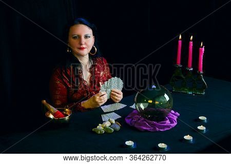 Young Jewish Clairvoyant Works Guessing On Playing Cards