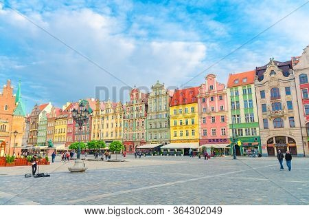 Wroclaw, Poland, May 7, 2019: Row Of Colorful Buildings With Multicolored Facade, Old Town Hall And