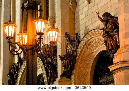 Sculptures Lit By Ornate Lanterne