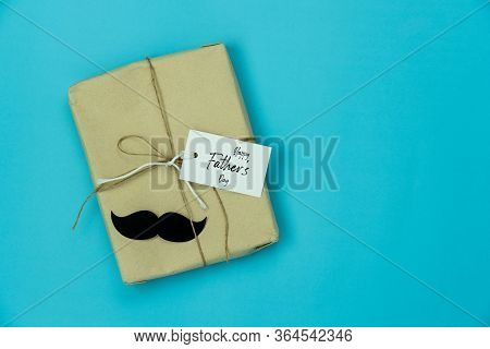 Table Top View Happy Fathers Day Holiday Background Concept.flat Lay  Gift Box & Greeting Card For D
