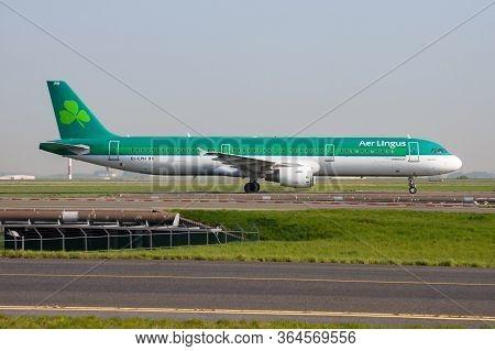 Paris / France - April 24, 2015: Aer Lingus Airbus A321 Ei-cph Passenger Plane Arrival And Landing A