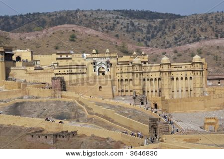 Imposing front entrance (Suraj Pol) of Amber Fort. Large honey colored Moghul style building. Jaipur Rajasthan India. poster