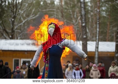 Belarus, The City Of Gomil, February 25, 2017. Maslenitsa Festival.traditional Burning Of Stuffed Of