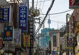 Seoul, South Koera - Oct 30, 2019: Alley With View Of Seoul Tower