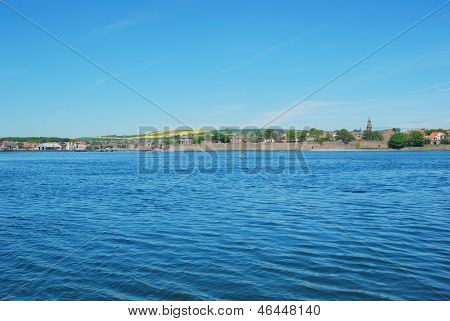 Berwick Upon Tweed, River, Churchtower And City Walls