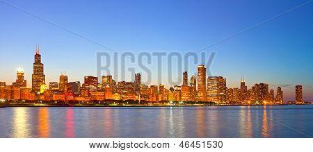 Stadt Chicago USA Sonnenuntergang bunte Panorama Skyline der Innenstadt