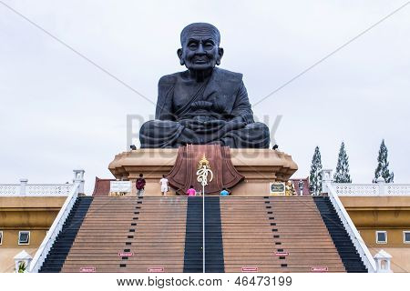 Blessing Luang Pu Thuat Statue