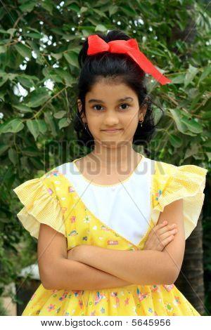 Smart und hellen indische Mädchen