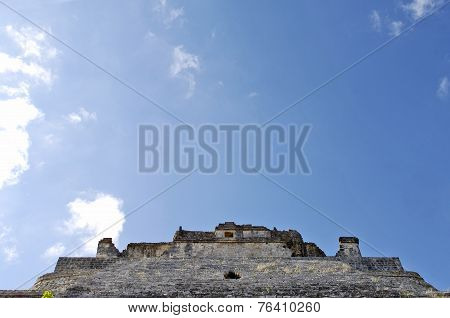 Details and close up pics of ancient buildings built by the Mayas