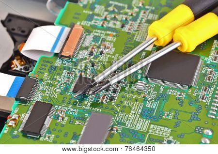 Microcircuit and screwdriver