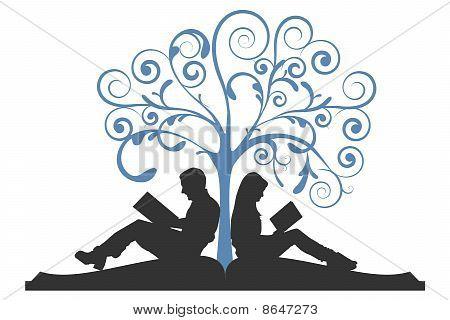 Paar lesen unter Baum