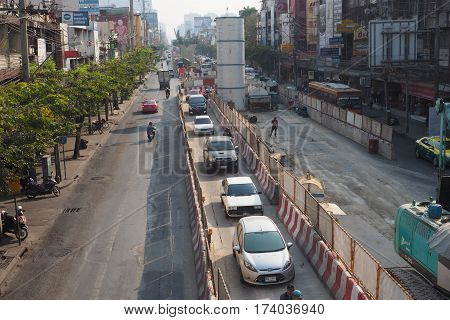 BTS Sky train green line under construction has special lane at Kaset intersection Phaholyotin Bangkok Has special way at right of road. Amornphant market Behind is University 2017March1, 4:03P.M