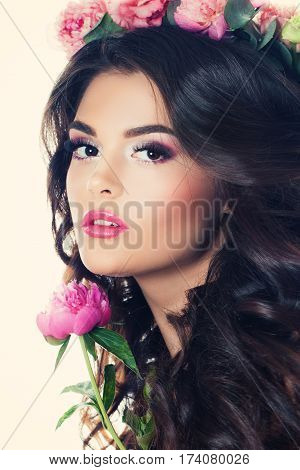 Brunette Woman with Summer Flowers Makeup and Curly Hair. Fase Closeup