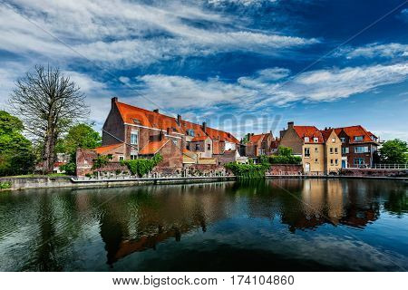 Canal and medieval houses. Bruges (Brugge), Belgium