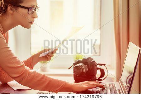 social media female blogging expert