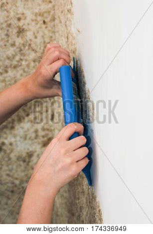 Application of liquid wallpaper on the wall. Technology applied to the liquid surface of the wallpaper.