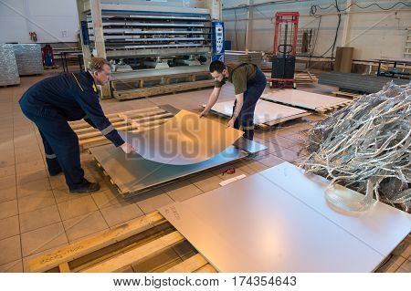 Manufacture And Assembly Of Metallic Sandwich Panels For Ships