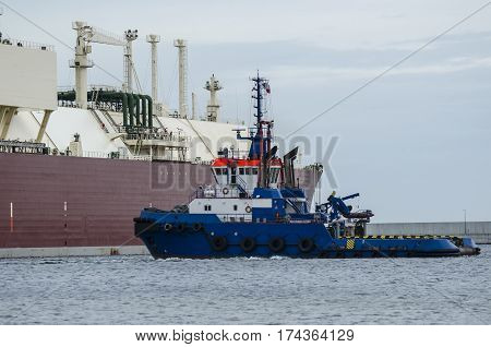 TUG AND LNG TANKER - Gas carrier assisted by tugboat during berthing maneuver