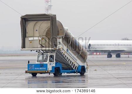 Airport Ladder Car