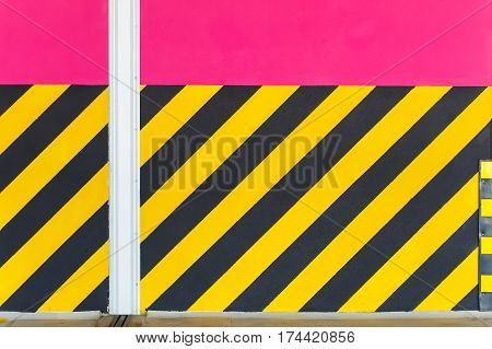 yellow black line in the parking lot multilevel