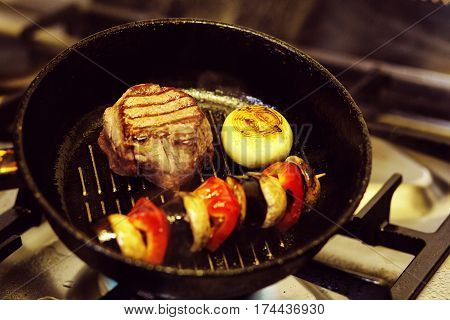 Beef Steak in the Griddle Pan  with vegetables
