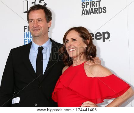 LOS ANGELES - FEB 25:  husband, Molly Shannon at the 32nd Annual Film Independent Spirit Awards at Beach on February 25, 2017 in Santa Monica, CA