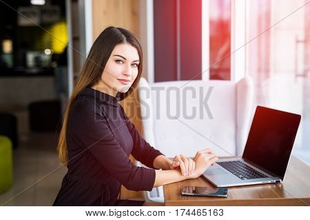 Young beauty businesswoman using laptop in cafe