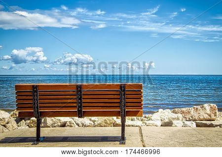 A park bench overlooking the Green Bay (Green Bay, Wisconsin).