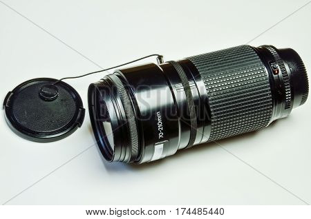 Isolated telephoto lens with 70 to 210 mm