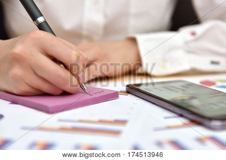 Trader Writes Data Of Business Report