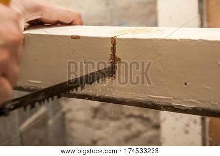 Renovation Of The Apartment, Two Masters, Cut The Old Carpenter With A Handsaw To Determine The Exac