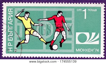 BULGARIA - CIRCA 1974: Postage stamp printed in Bulgaria  with a picture of a football players, with the inscription