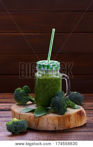 Green smoothie with broccoli, spinach and apple juice