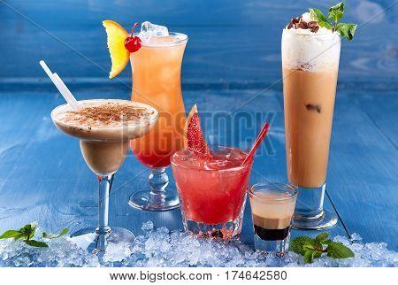 Set of alcoholic cocktails on blue background. alcoholic cocktails