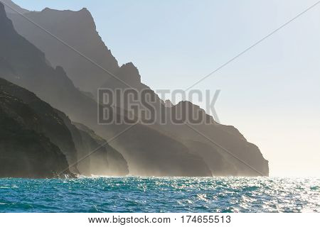 Silhouette of amazing Na Pali coast in Kauai island, Hawaii