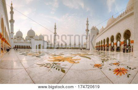 Sheikh Zayed Grand Mosque at dusk, Abu-Dhabi, UAE