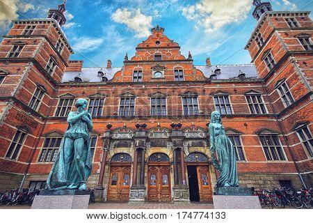 HELSINGOR DENMARK 14 JUNE: Bronze statue of Hamlet and Ophelia Elsinor Castle Helsingor Denmark in 2012