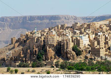View to the city of Seiyun, Hadramaut valley, Yemen.