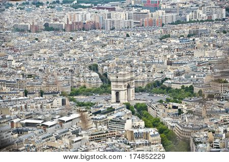 the triumphal arch and the characteristic square five-star Paris saw the high of the tour eiffel