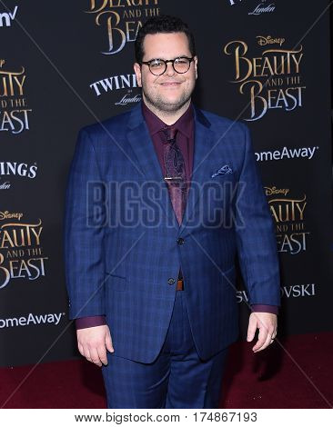LOS ANGELES - MAR 02:  Josh Gad arrives for the