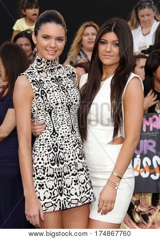 LOS ANGELES - MAR 12:  KENDALL & KYLIE JENNER arrives for the