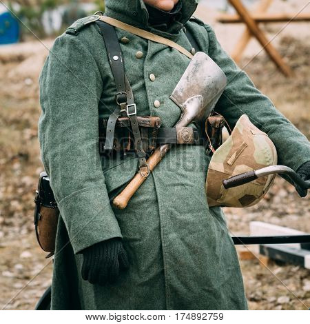 The uniform and part of the outfit are a sapper shoulder blade, an unloading strap, a helmet and a flask of a soldier from the times of World War II