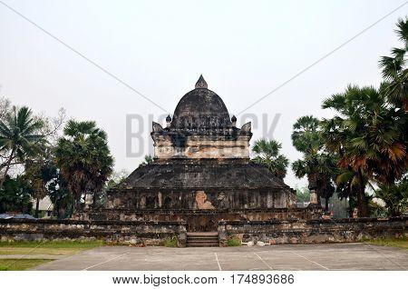 Wat Wisunalat (visoun) Temple And Singhalese Style Pra That Makmo