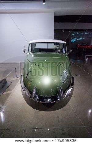 Green 1948 Davis Divan